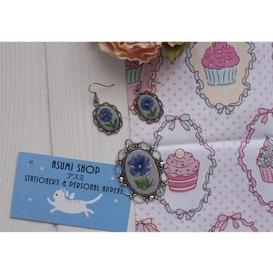 Кулон и серьги с ручной вышивкой Незабудка