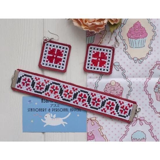 Серьги и браслет с ручной вышивкой Этно